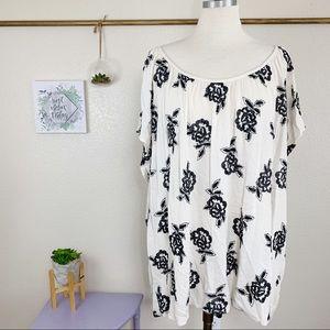 Torrid Sz 5 28 ivory black flower embroidered Top